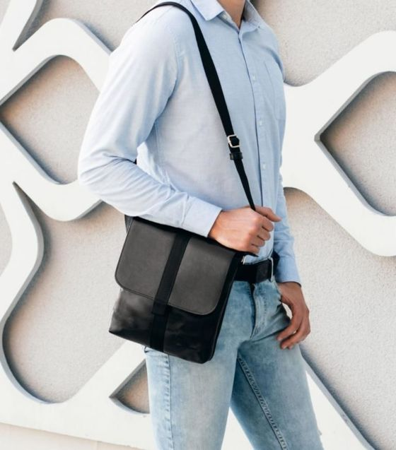 Black leather messenger Ipad case SL31