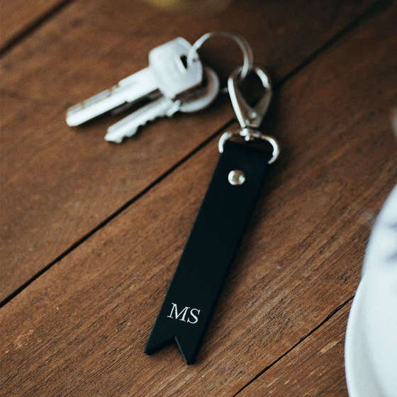 Personalised leather key ring Solier SA28 black